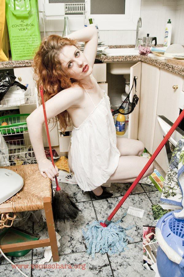 Venus O'Hara cleaning fetish