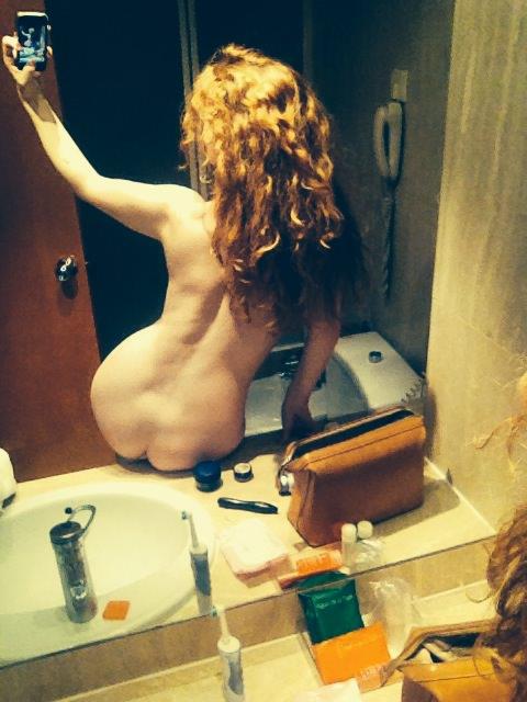 venus o'hara nude selfie 3